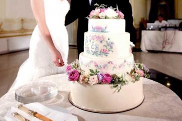 Интересные дизайны свадебных тортов